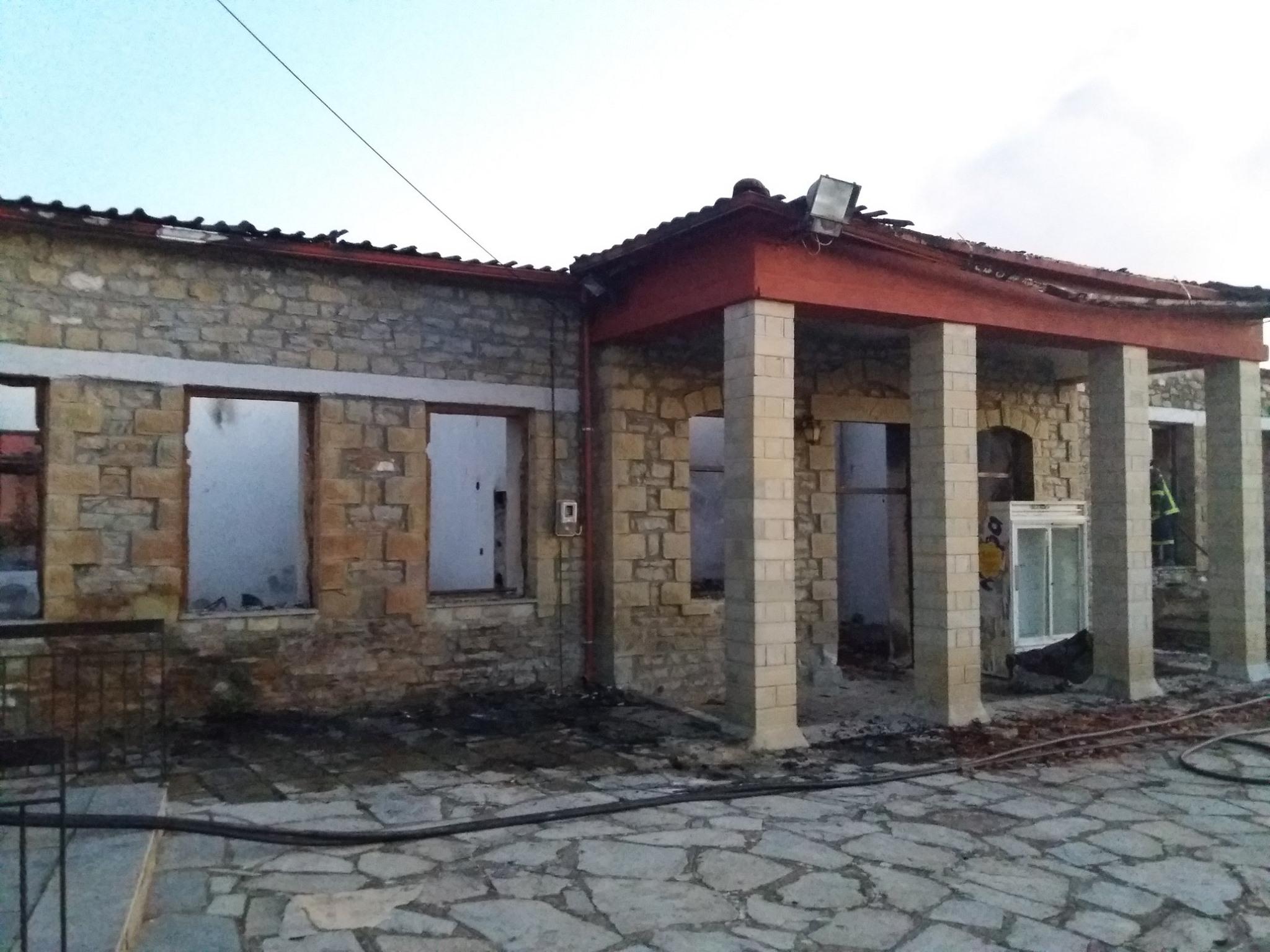 Πυρκαγιά κατέστρεψε ολοσχερώς το Δημοτικό Σχολείο στο Τρίκωμο Γρεβενών