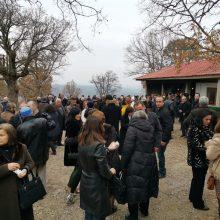 kozan.gr: Η εορτή του Αγίου ΑΘανασίου, στο εξωκλήσι που είναι αφιερωμένο στον Άγιο, στο Μικρόκαστρο Βοΐου – Δέκα αρνιά σούβλας μοιράστηκαν, στους πιστούς, μετά τη Θεία Λειτουργία (Βίντεο & Φωτογραφίες)