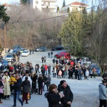 kozan.gr: Πλήθος πιστών, το μεσημέρι του Σαββάτου 18/1, στο «Λάκκο» του Κρόκου Κοζάνης, στην υποδοχή των καβαλάρηδων του χωριού με τα ιερά λείψανα του Αγίου Νικάνορα (80+ φωτογραφίες & Βίντεο 7′ σε ποιότητα HD)
