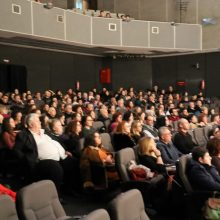 kozan.gr: Κοζάνη: Εντυπωσίασε, το απόγευμα του Σαββάτου 18/1, στην Αίθουσα Τέχνης, ο παγκοσμίου φήμης τρομπετίστας Vince Di Martino, σε μια μοναδική μουσική συνεργασία, με τη Φιλαρμονική του Δήμου Κοζάνης «Πανδώρα» (Bίντεο 10′ σε HD ποιότητα & 20 Φωτογραφίες)