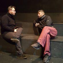 """Ο συντοπίτης μας Σ. Παναγιωτίδης, μιλά στο σπουδαστή δημοσιογραφίας του ΙΕΚ Κοζάνης Χ. Σαλαμπουκίδη, για το μονόλογο """"Απειλή"""", πριν την επίσημη πρεμιέρα της παράστασης, την Παρασκευή 24/1,  στην εναλλακτική σκηνή του ΔΗ.ΠΕ.ΘΕ Κοζάνης"""