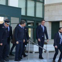 "kozan.gr: Ο Μιχάλης Χρυσοχοΐδης στην Κοζάνη – Συναντήθηκε με τους Αστυνομικούς Διευθυντές των τεσσάρων Π.Ε. της Δ. Μακεδονίας καθώς και τους Δημάρχους της περιοχής – ""Δεν είναι αρμοδιότητά μου"", είπε όταν ρωτήθηκε για το μεταναστευτικό (Βίντεο)"