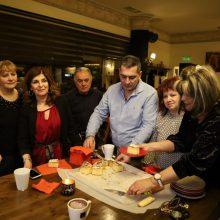kozan.gr: Τα μέλη κι οι φίλοι του συλλόγου Εικαστικών Κοζάνης, έκοψαν, το βράδυ της Κυριακής 26/1, τη βασιλόπιτά τους (Βίντεο & Φωτογραφίες)