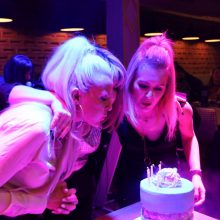 kozan.gr: Υπέροχη ατμόσφαιρα, το βράδυ της Κυριακής 2 Φεβρουαρίου, στο γενέθλιο πάρτι της ομάδας στο facebook «Κοζανίτισσες Μαμάδες» – Έκοψαν πίτα, έσβησαν τούρτα, γιορτάζοντας τα 5 χρόνια λειτουργίας της ομάδας και διασκέδασαν, χορεύοντας κι απολαμβάνοντας το μουσικό πρόγραμμα της Γιάννας Σγουροπούλου και της ορχήστρα της (Βίντεο 13′ σε HD ποιότητα & 38 Φωτογραφίες)