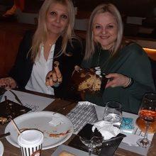 Kozan.gr: Άφησαν, για λίγο, τα ψαλίδια στην άκρη και έκοψαν την πίτα τους οι κομμωτές του Σωματείου της Κοζάνης (Βίντεο)