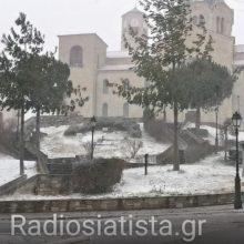 """Σημερινές εικόνες και βίντεο από τη """"ντυμένη στα """"λευκά"""" Σιάτιστα"""