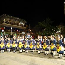 kozan.gr: Με χορευτικά από την περιοχή της Ελίμειας ξεκίνησαν, το βράδυ της Πέμπτης 20/2, οι εκδηλώσεις στην κεντρική πλατεία Κοζάνης, στο πλαίσιο της Αποκριάς 2020 (Bίντεο 8′ & 30 Φωτογραφίες)
