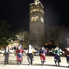 kozan.gr: Η εμφάνιση των χορευτικών περιοχής Καμβουνίων, το βράδυ της Τσικνοπέμπτης, στην κεντρική πλατεία Κοζάνης (Βίντεο 14′ & 60 Φωτογραφίες)