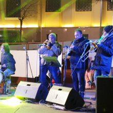 kozan.gr: Φωτογραφίες & Βίντεο σε HD ποιότητα , από την εκδήλωση «Ταξίδι από την παράδοση στην τζαζ», με χάλκινα Κοζάνης, που πραγματοποιήθηκε το βράδυ του Σαββάτου 22/2, στην κεντρική πλατεία Κοζάνης (Βίντεο & Φωτογραφίες)