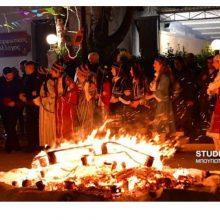 Το έθιμο των Φανών της Κοζάνης αναβιώνει, αυτή την περίοδο, κι εκτός Κοζάνης – Αναβίωσε στη Νέα Κίο Αργολίδας από το χορευτικό εργαστήρι του τοπικού Μορφωτικού συλλόγου (Βίντεο & Φωτογραφίες)