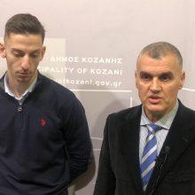 kozan.gr: Δηλώσεις του αθλητή ταεκβοντό Α. Τεληκωστόγλου και του προπονητή του Χ. Αλμασίδη, λίγο πριν τη σημερινή τιμητική διάκριση που θα τους απονείμει ο Δήμος Κοζάνης, κατά τη συνεδρίαση του Δημοτικού Συμβουλίου Κοζάνης,  ως ελάχιστο δείγμα ευγνωμοσύνης για την προσφορά τους στον αθλητισμό, ως πρεσβευτές της πόλης ανά τον κόσμο (Βίντεο)