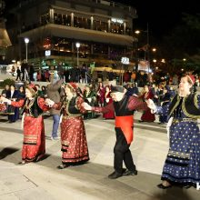 kozan.gr: Η παρουσίαση των χορευτικών τμημάτων των ΚΑΠΗ Κοζάνης, Σιάτιστας & Σερβίων, το απόγευμα της Δευτέρας 24/2, στην κεντρική πλατεία Κοζάνης (Bίντεο 8′ σε HD ποιότητα & 30 Φωτογραφίες)