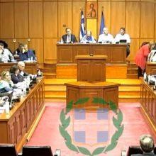 """kozan.gr: Χαμός στο Περιφερειακό Συμβούλιο: Η. Κάτανας στην Προέδρο του Περιφερειακού Συμβουλίου Ε. Ντιο: """"Δεν ξέρω αν η έπαρσή σας πηγάζει από το γεγονός ότι συνοδεύετε πάντα τον Περιφερειάρχη"""" – Γ. Κασαπίδης: """"Ντροπή σας! Για έπαρση μιλάτε στην κ. Ντιο;"""" -Οι αναφορές του Γ. Κασαπίδη ότι η Πρόεδρος του Περιφερειακού Συμβουλίου δεν έχει καθόλου έπαρση γεγονός που φάνηκε κι από τ' ότι, μόλις γύρισε από την Ιταλία ζήτησε αμέσως από τον Ε.Ο.Υ. να δει τι πρέπει να κάνει για να μην προκαλέσει τον κίνδυνο στο παραμικρό – Οι φωνές και το χτύπημα στην έδρα από την Πρόεδρο – Διεκόπη, για 15 λεπτά, η συνεδρίαση του Περιφερειακού Συμβουλίου Δ. Μακεδονίας, με αναφορές και σε """"παιδική χαρά"""" (Βίντεο 9 με όλα όσα έγιναν)"""