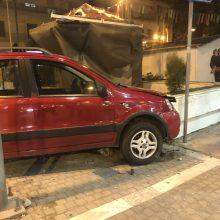 kozan.gr: Σύγκρουση Ι.Χ. αυτοκινήτου με μηχανάκι στην οδό Παύλου Μελά στο ύψος της Πλατείας Γιολδάση – Μεταφέρθηκε στο νοσοκομείο Κοζάνης ο οδηγός από το μηχανάκι (Φωτογραφίες & Βίντεο)