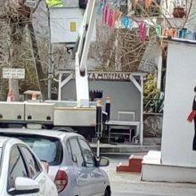 kozan.gr: H τεχνική υπηρεσία του Δήμου Κοζάνης, ξεκίνησε, από το πρωί της Παρασκευής, στο Φανούς της Κοζάνης & της Αιανής, την αποσύνδεση παροχής ρεύματος, στο πλαίσιο εναρμόνισης με την ΚΥΑ για την ακύρωση των αποκριάτικων εκδηλώσεων