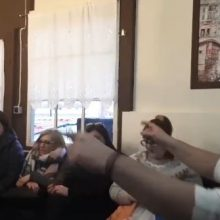 kozan.gr: Με Κικίλια Υπουργό, μείναμε χωρίς Φανό, τραγουδάνε στο Πηγάδι Τ' Κεραμαριό   (Βίντεο)
