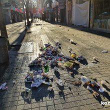 "kozan.gr: Ώρα 08:00 π.μ.: ""Βομβαρδισμένο"" τοπίο, από σκουπίδια, ο κεντρικός πεζόδρομος της Κοζάνης – Οι υπηρεσίες καθαριότητας του Δήμου Κοζάνης δουλεύουν πυρετωδώς ώστε μέσα σε λίγη ώρα να είναι απόλυτα καθαρός  (Φωτογραφίες)"