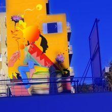 """kozan.gr: Nτροπή: Ασυνείδητοι έβαψαν την τοιχογραφία «Παράθυρο στην τέχνη και την γνώση» στην πίσω όψη πολυκατοικίας που """"βλέπει"""" στην κεντρική πλατεία – πεζόδρομο Κοζάνης (Βίντεο & Φωτογραφία)"""