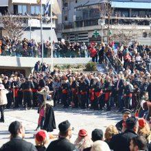 kozan.gr:  Δείτε 60 φωτογραφίες και βίντεο 22′ ποιότητας HD από τη σημερινή κοινή  εμφάνιση ανθρώπων των Φανών, στη Κεντρική πλατεία Κοζάνης, το μεσημέρι της Κυριακής της Μεγάλης Αποκριάς