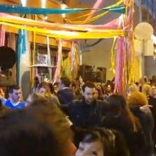 Kozan.gr: Ώρα 18:50: Χάλκινες μελωδίες έξω και απέναντι από το  Pablo στην οδό Παύλου Μελά στην Κοζάνη (Bίντεο)