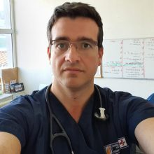 To μήνυμα του γιατρού του Μαμάτσειου νοσοκομείου Κοζάνης Ε. Κουλούρη που διεκόμισε τον 53χρονο (θετικό στον κορωνοϊό) στο Πανεπιστημιακό Νοσοκομείο ΑΧΕΠΑ Θεσσαλονίκης