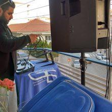 kozan.gr:Κοζάνη: Κοζανίτης DJ παίζει μουσική από το μπαλκόνι του καλώντας τον κόσμο να μείνει σπίτι (Βίντεο)