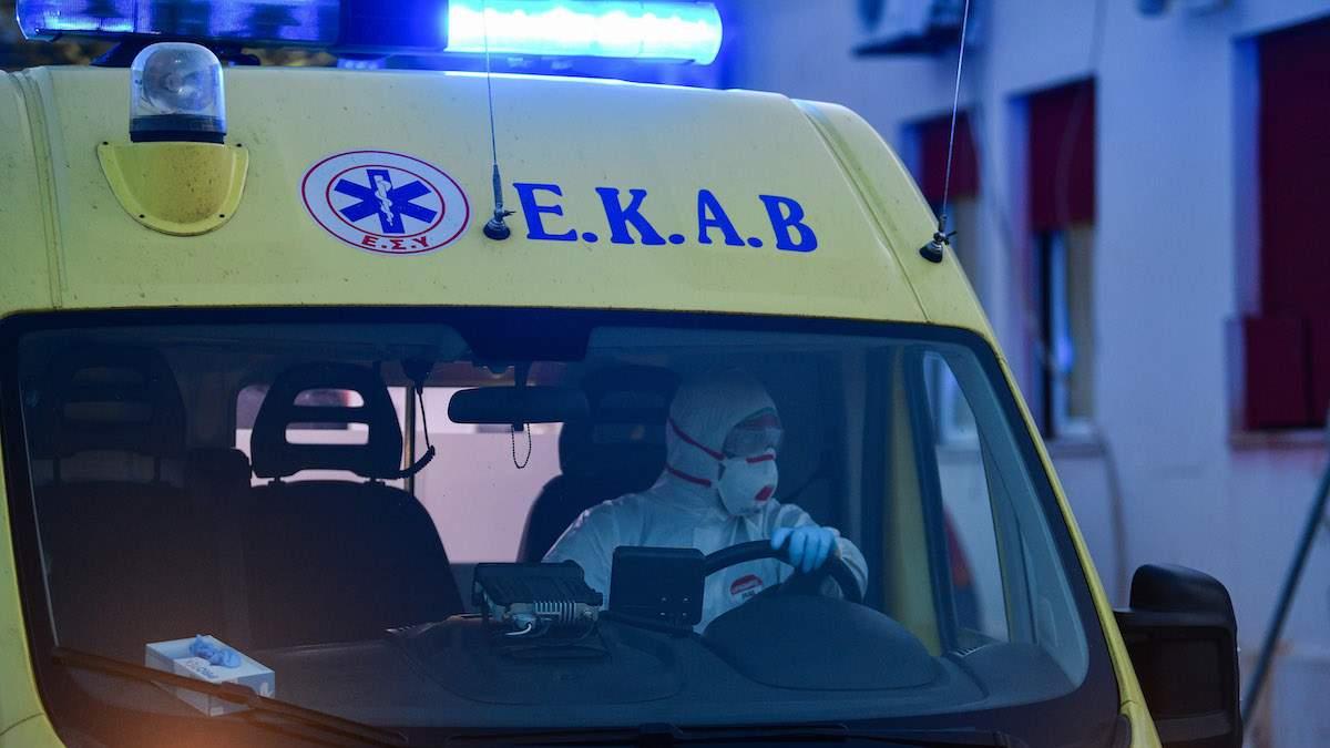 Γρεβενά: Γεννητούρια, καθ' οδόν, από διασώστες του ΕΚΑΒ.