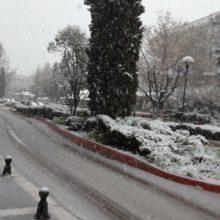 kozan.gr: Ώρα 17:50: Λευκό τοπίο σε κεντρικούς δρόμους και σημεία της Πτολεμαίδας (Βίντεο)