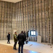 Μεταλλική υποδομή στήριξης της ξύλινης επένδυσης (ραφιέρα) στον εκθεσιακό χώρο Δημοτικής Βιβλιοθήκης Κοζάνης