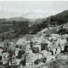 Η σφαγή των 280 αμάχων στην Κλεισούρα Καστοριάς. Επικεφαλής ήταν ο Κάρλ Σίμερς που στην συνέχεια έσφαξε και το Δίστομο. Πέρασε στρατοδικείο και αθωώθηκε