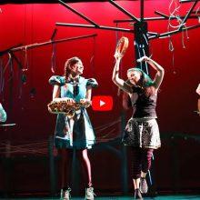 «Το κορίτσι που επιμένει» – Η βιντεοσκόπηση είναι από τις παραστάσεις της Παιδικής Σκηνής του ΔΗΠΕΘΕ Κοζάνης σε παραγωγή του ΔΗΠΕΘΕ Κοζάνης (Ιανουάριος – Φεβρουάριος – Μάρτιος 2020)