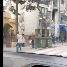 "kozan.gr: Ώρα 12:15 μ.μ.: Αρκετή κίνηση στο κέντρο της Κοζάνης, με μεγάλες ""ουρές"" έξω από τις τράπεζες (Βίντεο)"