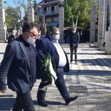 kozan.gr: Πτολεμαίδα: Τηρώντας τα μέτρα ασφαλείας, τίμησαν, το πρωί της Παρασκευής 1/5, την Εργατική Πρωτομαγιά (Βίντεο & Φωτογραφίες)