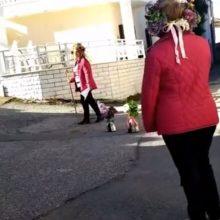 kozan.gr: Κάτοικοι της Εράτυρας του Δήμου Βοΐου, τηρώντας τα μέτρα προστασίας, τίμησαν σήμερα Παρασκευή 1/5, το Έθιμο Πρωτομαγιάς (Bίντεο)