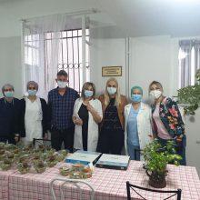 Το εστιατόριο Tip Top σε συνεργασία με το κτήμα βιολογικών λαχανικών Bio ygeia στην Άνω Κώμη, προσέφεραν 100 μερίδες φαγητού και 100 σαλάτες στο νοσηλευτικό προσωπικό του Μαμάτσειου Νοσοκομείου Κοζάνης