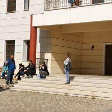 Oι εκπαιδευτικοί του Μουσικού Σχολείου Σιάτιστας συναντήθηκαν, στο χώρο του σχολείου, μετά από αρκετό καιρό, σύμφωνα και με τις οδηγίες του Υπουργείου Παιδείας – Τι λέει ο Διευθυντής (Bίντεο)