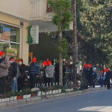 kozan.gr: Κοζάνη: Ουρές έξω από καταστήματα με κηπευτικά & λουλούδια