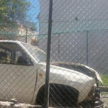"""kozan.gr: Κοζάνη: Οδηγός αγροτικού αυτοκινήτου έχασε τον έλεγχό του κι """"εισήλθε"""" σε γηπεδάκι 5×5 επί της οδού Αργυροκάστρου (κάτω από το νοσοκομείο) – Ευτυχώς δε ήταν παιδάκια μέσα εκείνη την ώρα  (Φωτογραφίες & Bίντεο)"""
