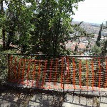 Επισήμανση αναγνώστριας στο kozan.gr: Δύο εβδομάδες μετά το τροχαίο στην περιοχή του Ξενία στην Κοζάνη ακόμη να αποκαταστήσουν τη ζημιά στα κάγκελα