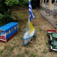 kozan.gr: O συνταξιούχος συμπολίτης μας, από την Κοζάνη, Σ. Καραγιάννης δημιούργησε όμορφες κατασκευές, από αχρησιμοποίητα (πλέον) υλικά,τις οποίες και δώρισε στο 2ο Δημοτικό Παιδικό Σταθμό επί της οδού Μοναστηρίου (περιοχή νιάημερου), για να παίζουν και να χαίρονται τα παιδιά (Βίντεο & Φωτογραφίες)