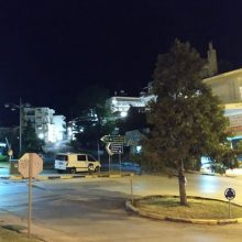 Φωτογραφίες αναγνώστη στο kozan.gr με κολώνες φωτισμού, που δε λειτουργούν, στον κυκλικό κόμβο Αγίας Παρασκευής στην πόλη της Κοζάνης