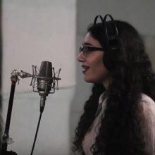"""kozan.gr: H 19χρονη Σόνια Κωνσταντινίδου, από την Κοζάνη, ερμηνεύει, με τη μαγευτική φωνή της, το """"Lovely"""" από την Billie Eilish (Βίντεο)"""