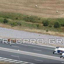 Εικόνες, από λήψη με drone, της recpro.gr, από το τροχαίο, στην Εγνατία Οδό, με τη νταλίκα που μετέφερε μοσχαράκια