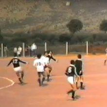 kozan.gr: Ποδοσφαιρικός αγώνας Πέλκα (Πελεκάνος) – Κτένι (12 Μαΐου 1984), στο πλαίσιο του ερασιτεχνικού πρωταθλήματος της Ε.Π.Σ. Κοζάνης – Όταν τα γήπεδα, ακόμη και στα ερασιτεχνικά πρωταθλήματα, ήταν γεμάτα από κόσμο  (Βίντεο)