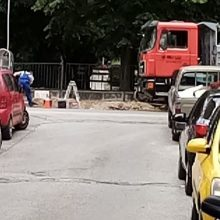 kozan.gr: Κοζάνη: Μετά την ανάδειξη του θέματος από το kozan.gr, τοποθετήθηκαν κορδέλες και ξεκίνησαν οι εργασίες, στο παρκάκι στην οδό Χαλκιδικής (περιοχή κάτω από το Νοσοκομείο), για την τοποθέτηση βυθιζόμενων κάδων