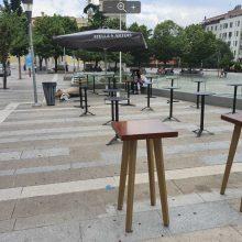 kozan.gr: Τοποθετήθηκαν τα πρώτα τραπεζο-καθισματα στην κεντρική πλατεία της Κοζάνης από την πλευρά της οδού Παύλου Μελά