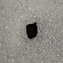 kozan.gr: Επικίνδυνη τρύπα στο οδόστρωμα, μπροστά από τα ΙΕΚ Κοζάνης, επί της οδού Κ. Καραμανλή 26, χρήζει άμεσης αποκατάστασης προς αποφυγή ατυχήματος (Φωτογραφίες)