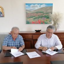 Στην υπογραφή σύμβασης του έργου συντήρηση υφιστάμενης αγροτικής οδοποιίας Δ.Ε. Ασκίου, προχώρησε ο Δήμαρχος Βοΐου Χρήστος Ζευκλής