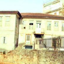 """Σχόλιο αναγνώστη kozan.gr: Μια λέξη εκφράζει το θέαμα στο Αρχοντικό του Βαμβακά …""""εγκατάλειψη"""""""
