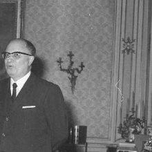 Τζοβάνι Ραβάλι, ο Ιταλός που είχε καταδικαστεί σε τρις ισόβια, για εγκλήματα πολέμου στην Καστοριά. Αποφυλακίστηκε και έκανε σημαντική καριέρα στην Ιταλική αστυνομία